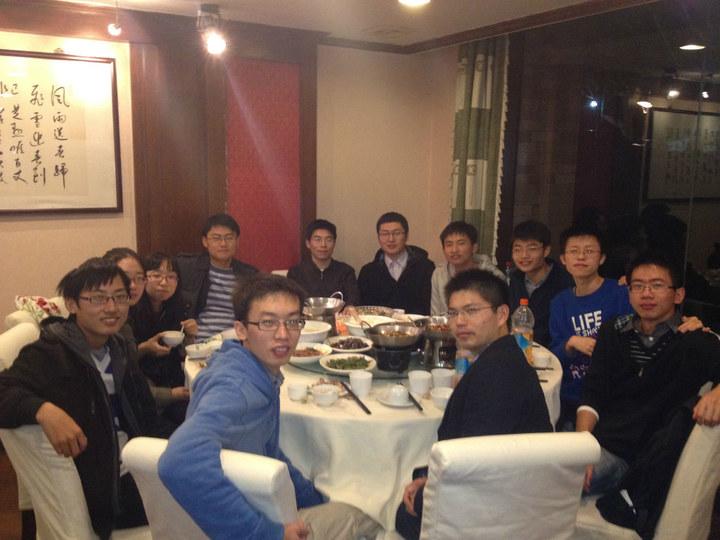 2012年11月6日晚,在浙江大学玉泉校区,机器人协会自创始来的几代人聚餐,送别即将参加工作的创始人谷复兴。