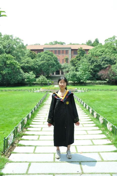 小琛的毕业照